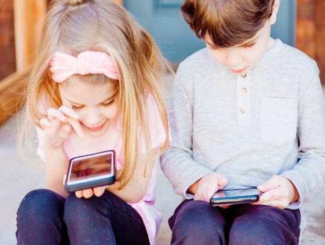 Relojes con llamada y GPS para niños, la antesala del móvil.