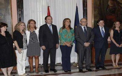 Montoro y Mato analizan con asociaciones de familias las mejoras introducidas en la reforma fiscal