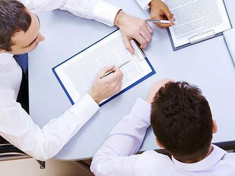El 80% de los abogados prefiere cobrar menos y tener más tiempo para conciliar
