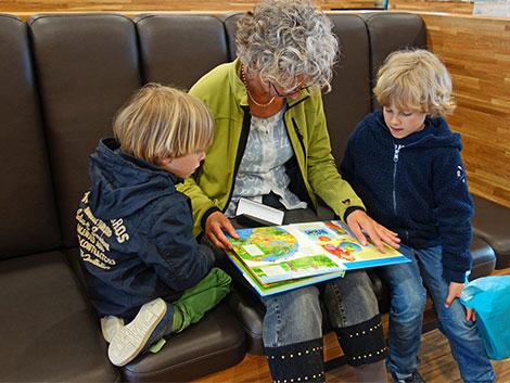 Los abuelos son fundamentales para el futuro de las familias españolas