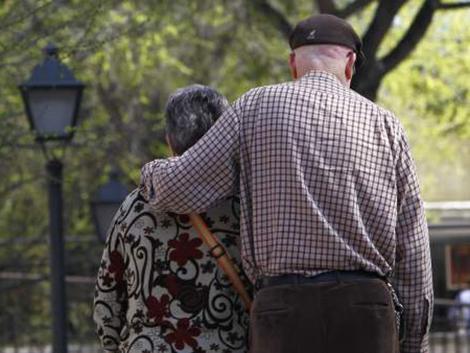 Casi seis millones de personas vivirán solas dentro de 15 años, según el INE