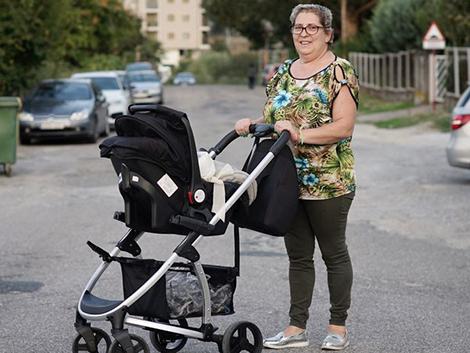 Montserrat Fernández, madre de acogida: «Los bebés que acogemos nos unen y nos ayudan a educar a nuestros hijos»
