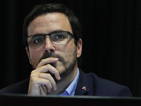 Garzón anuncia restricciones a las casas de apuestas y al consumo de comida basura