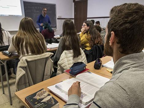 Los alumnos pobres repiten cuatro veces más que los de familias con más recursos