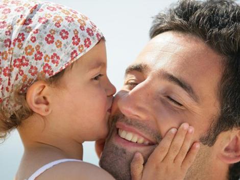 «El apego seguro nunca crea una relación de dependencia de los hijos con los padres»