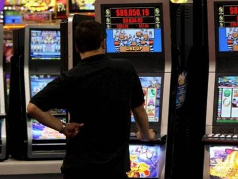 Jugar y apostar dinero ya es parte del ocio entre los jóvenes al no verlo como un riesgo