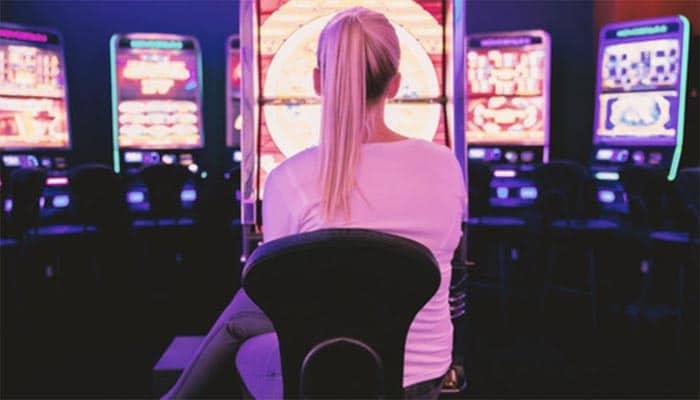 La ludopatía, la adicción que se extiende a la adolescencia: «Empecé a jugar al póker online con 14 años y a los 16 con la ruleta»