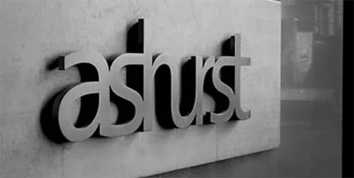 Ashurst dará un permiso de 26 semanas a los abogados y abogadas que tengan hijos