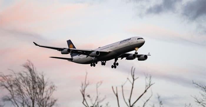 El Gobierno promete a Bruselas la creación de un impuesto 'verde' para los billetes de avión