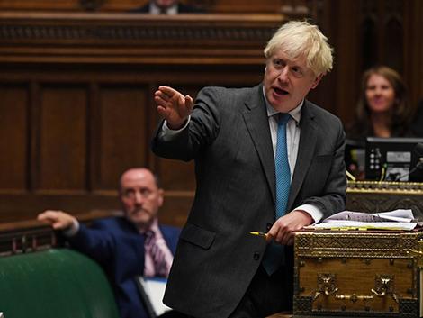 Boris Johnson ordena teletrabajar y cerrar pubs y restaurantes a las 22.00 horas