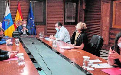 Canarias se suma a Galicia y prohíbe fumar en espacios públicos