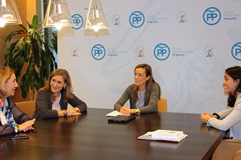 Reunión con la nueva Portavoz de la Comisión de Sanidad y Servicios Sociales del PP en el Congreso, Carmen Navarro Lacoba