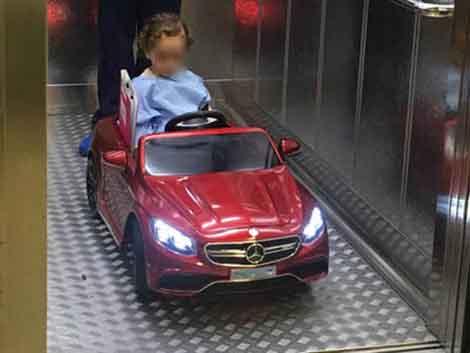 Los niños entrarán a quirófano montados en coches teledirigidos en las clínicas Quirón de Zaragoza