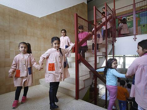 La fórmula de EE UU para atraer familias a los colegios que nadie quiere llega a España