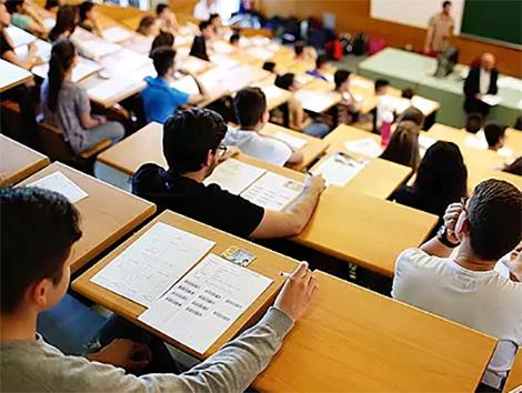 El Consejo Escolar cuestiona el bilingüismo en Madrid: casi el 60% de los que estudian en inglés sacan peores notas que la media