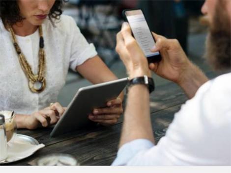 La hiperconexión digital cambia la manera en la que las familias se comunican