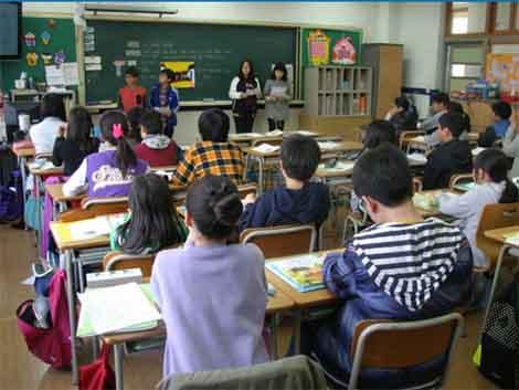 Las familias denuncian que los colegios concertados exigen de media 159 euros al mes