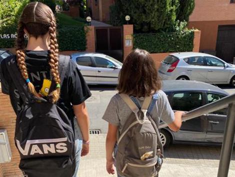 ¿Qué trabajo te permite llevar a un niño a las 8:30, a otro a las 12.00, recoger al primero a las 15.30 y volver a las 18:30?