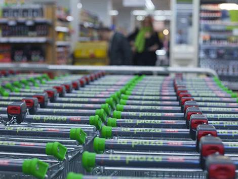 La cesta de la compra del confinamiento: harina, chocolate, snacks y cerveza, lo que más crece