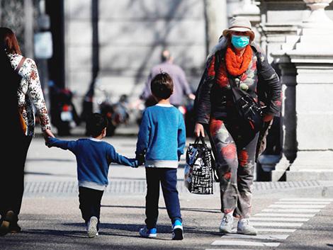 Varias autonomías obligarán a los padres a declarar que llevan a los niños al colegio sin fiebre