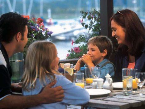 Doce sugerencias para enseñar a comer bien a tus hijos