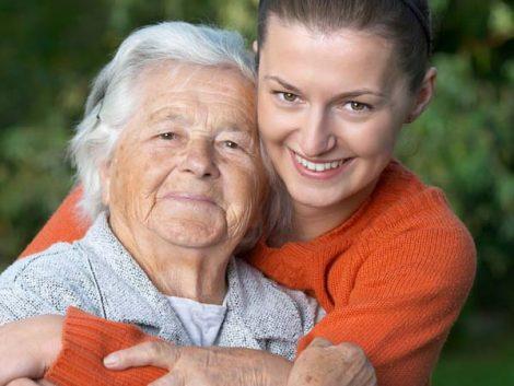 Cómo cuidar a un familiar sin renunciar a la propia vida