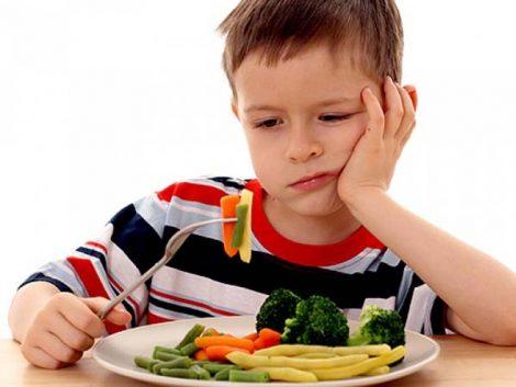 Más comidas en familia y menos alimentos 'basura': claves de la dieta infantil