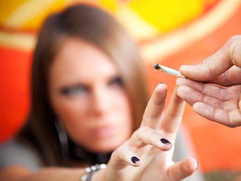 ¿Cómo afrontar la drogodependencia en la adolescencia?