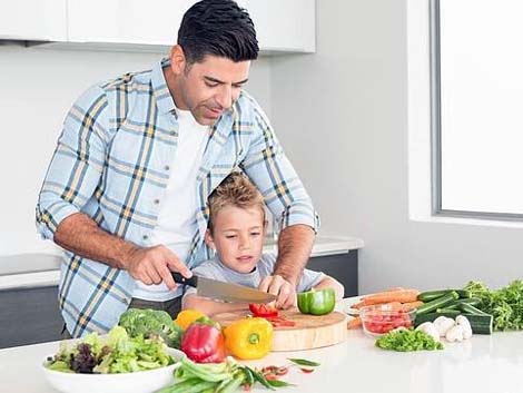 """Cambio de roles en el hogar: """"Papá, ¿qué hay para cenar?"""""""