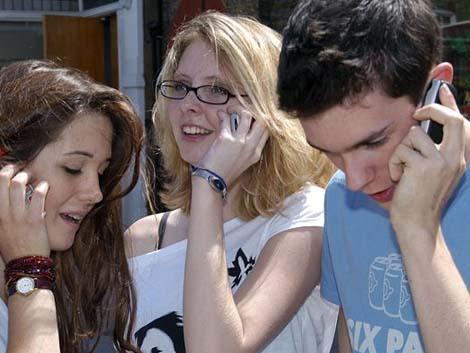 El aumento de los 'phonbies', los adolescentes enganchados al móvil