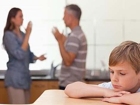 Hijos de padres divorciados: cómo explicarles que no van a pasar juntos las navidades