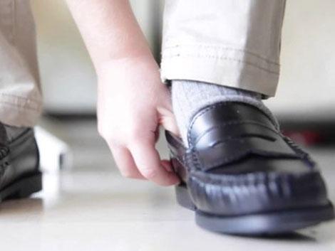 Aviso de los podólogos: cuidado con zapatos heredados para la vuelta al cole