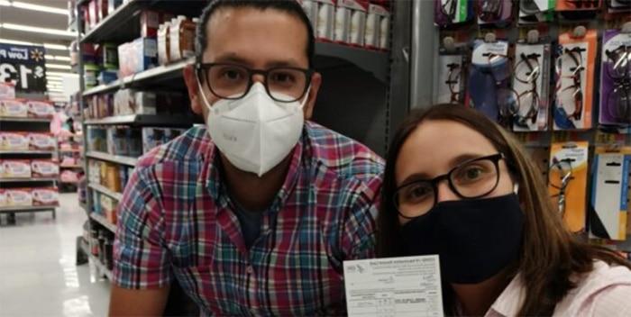 La española que se vacunó en un Walmart para abrazar a su familia este verano