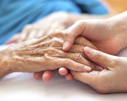 Cuidar a nuestros mayores, profesión de presente con un gran futuro