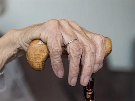 El sector social alerta de una ola de dependientes muertos en casa si no se actúa ya