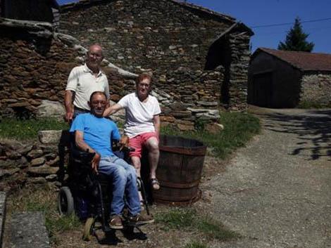 La odisea de un discapacitado al 95% en la aldea de una sola familia