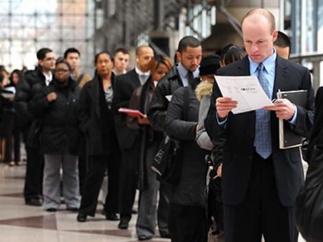 Permanencia de altos niveles de desempleo: riesgos y políticas adecuadas