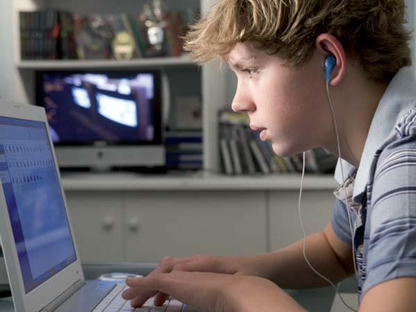Los menores y el mercado  de las pantallas: una propuesta de  conocimiento integrado