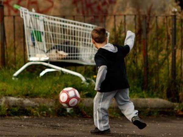 Los menores como grupo con mayor riesgo de pobreza y exclusión social en 2011