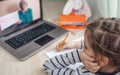 """Un solo ordenador para cuatro o 144 euros al mes en mascarillas: """"No se tienen en cuenta a las familias de más de tres hijos"""""""