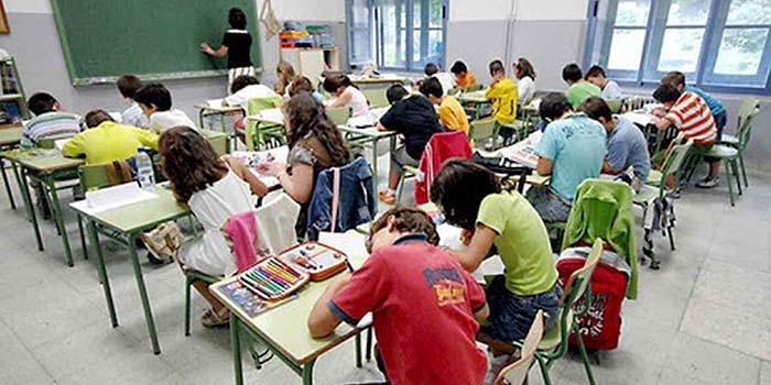 Madrid blinda la escuela concertada frente a la Ley Celaá: amplía a 10 años los convenios con los colegios