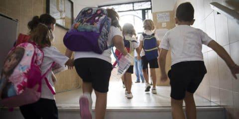 El descenso de la natalidad que ahoga a la escuela pública: 1.050 plazas para 675 alumnos