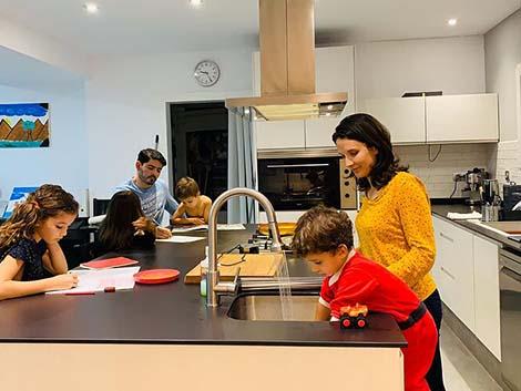 Seis de cada diez familias recortarán gastos los próximos meses, según Educo