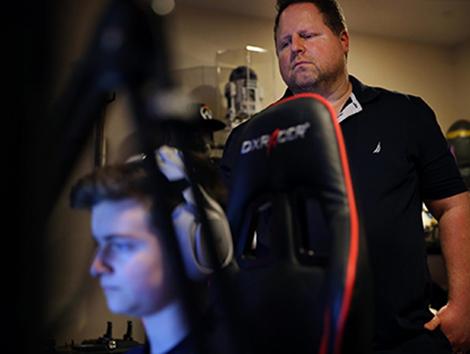 David, el padre que sacó a su hijo del colegio para hacerse millonario jugando al Fortnite