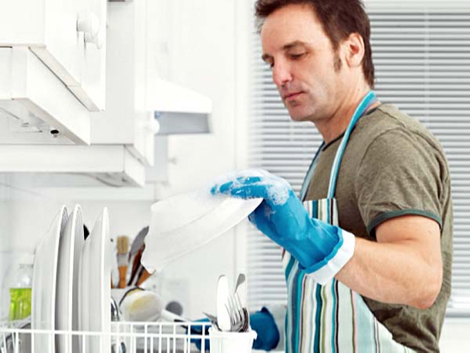 10. Implicar a los hombres en el trabajo del hogar