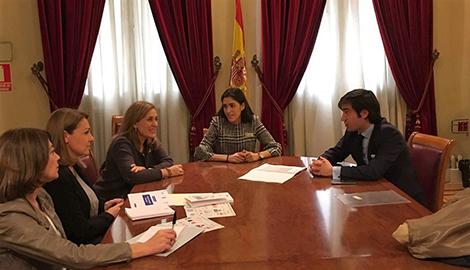 Reunión con la Presidenta y Portavoz de la Comisión de Igualdad en el Senado