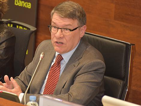 El nuevo experto del Gobierno, Jordi Sevilla, propone que los funcionarios «cobren por objetivos»