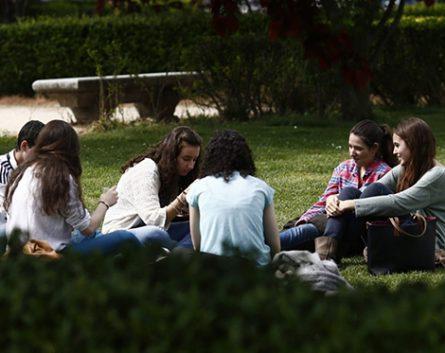 Radiografía de los jóvenes a los que se dirigió el Rey: menos del 8% puede emanciparse