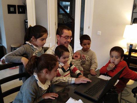 El Día del Padre de un teletrabajador con seis hijos: «No estamos de vacaciones, esto es una prueba»