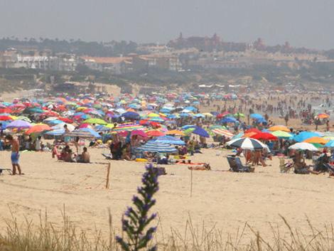 Playas y piscinas son más seguras frente al Covid-19 que lagos y ríos, según el CSIC